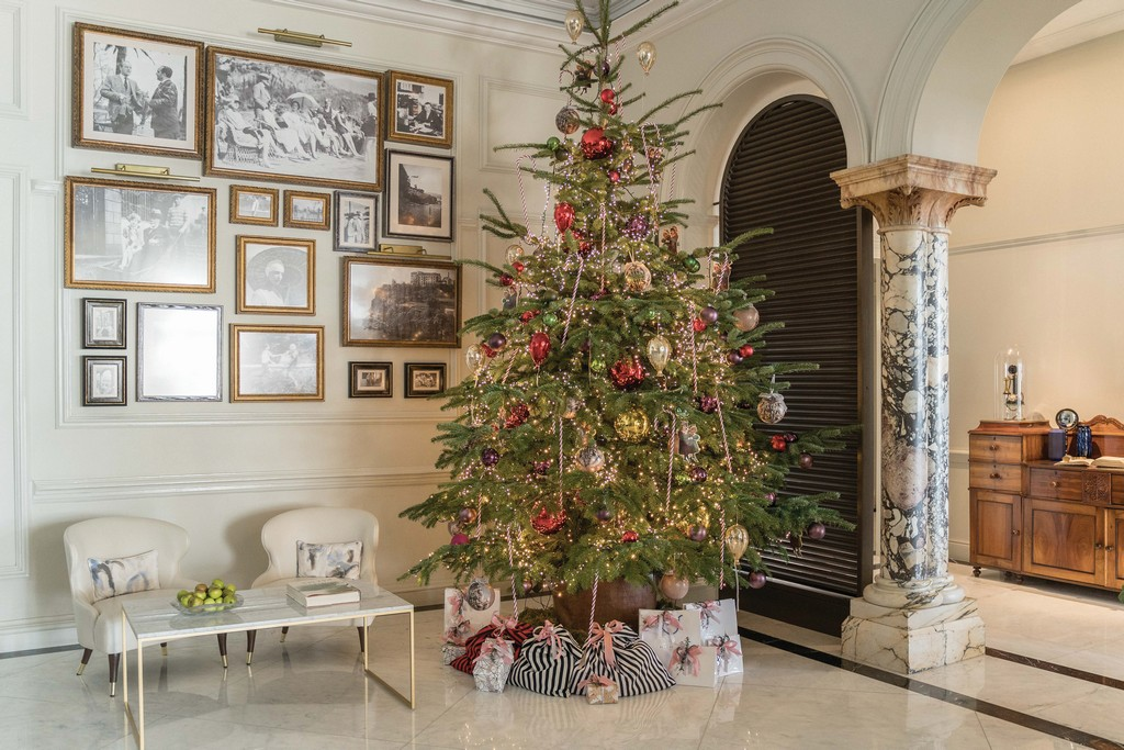 Best Christmas Decorations At The Most Luxurious Hotels Of The World The Hotel Trotter